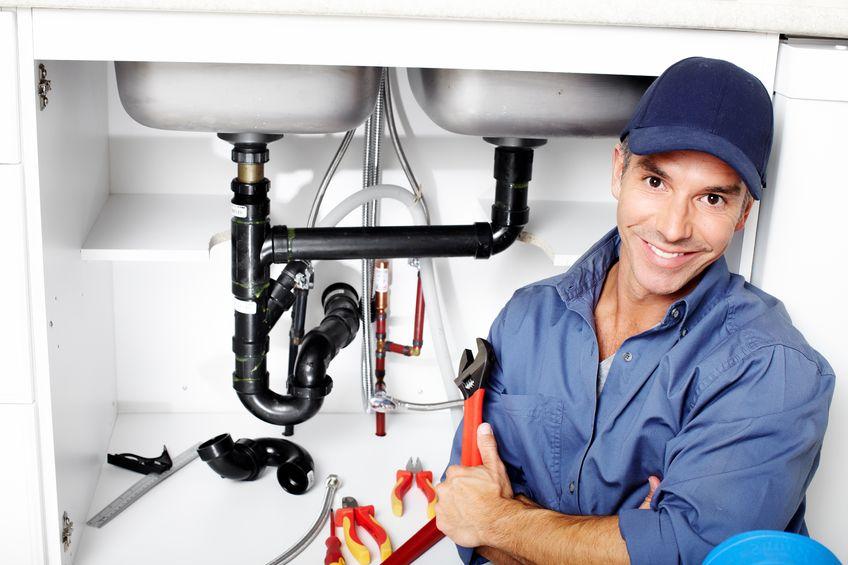Les clients qui évaluent les plombiers
