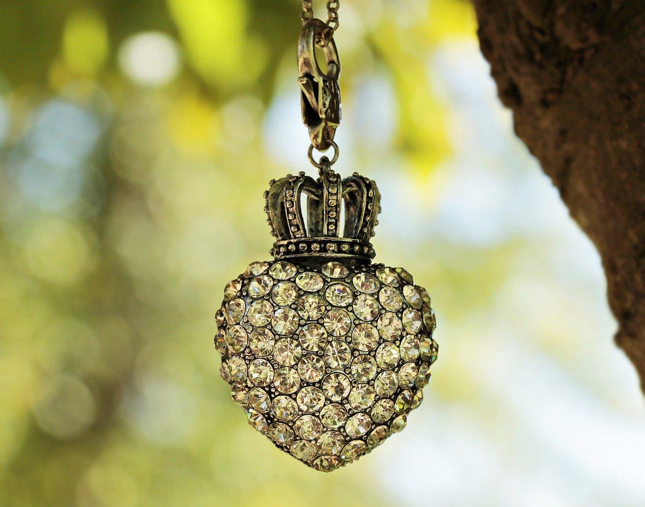 Comment bien choisir un bijou ancien ?